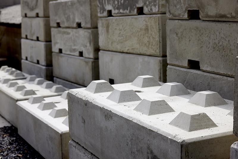 凹凸を組み合わせて様々な形を作ることができるベトンブロック
