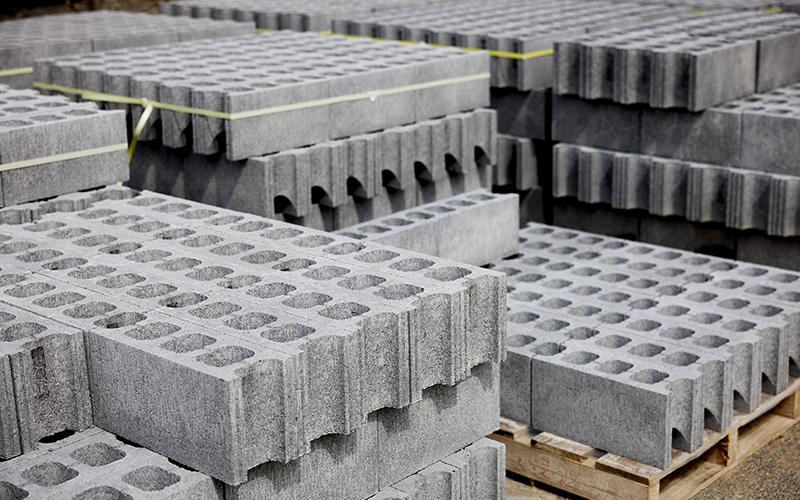 壁を作るための空洞ブロック