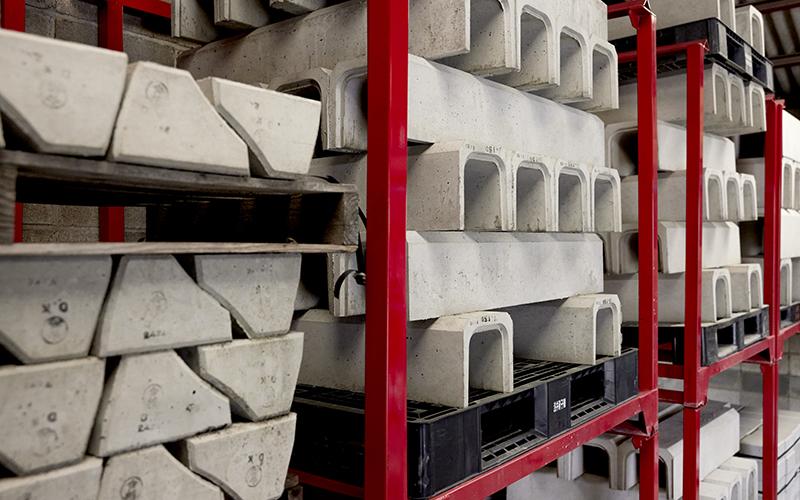 二次製品各種が置いてある倉庫