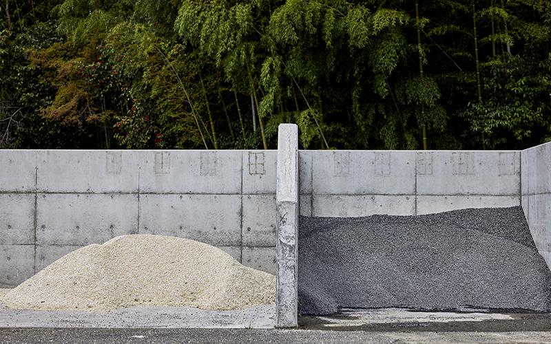 カラフルな砂利置き場